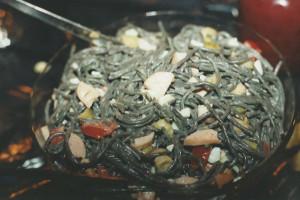 Schwarzer Ringelwurm-Salat