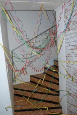 Luftschlangen_als_Spinnweben2