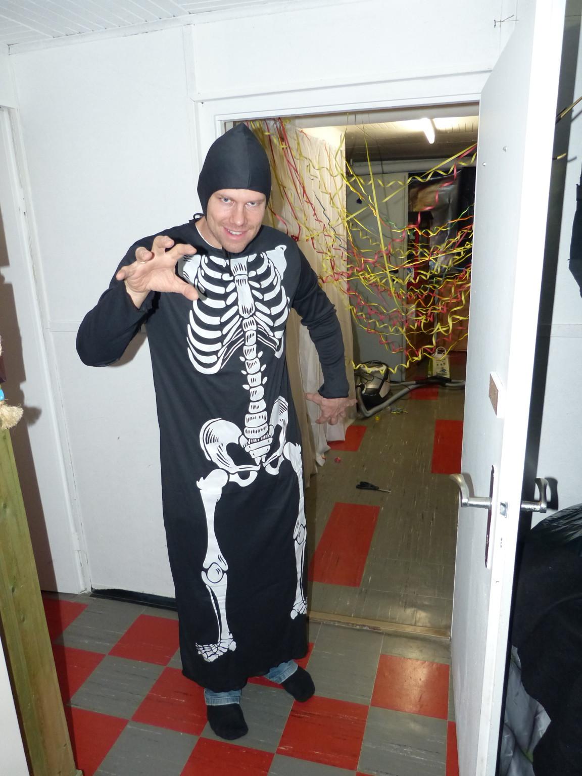 Skelett_bewacht_Ausgang