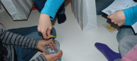 Detektiv-Aufgabe: Flüssigkeiten analysieren